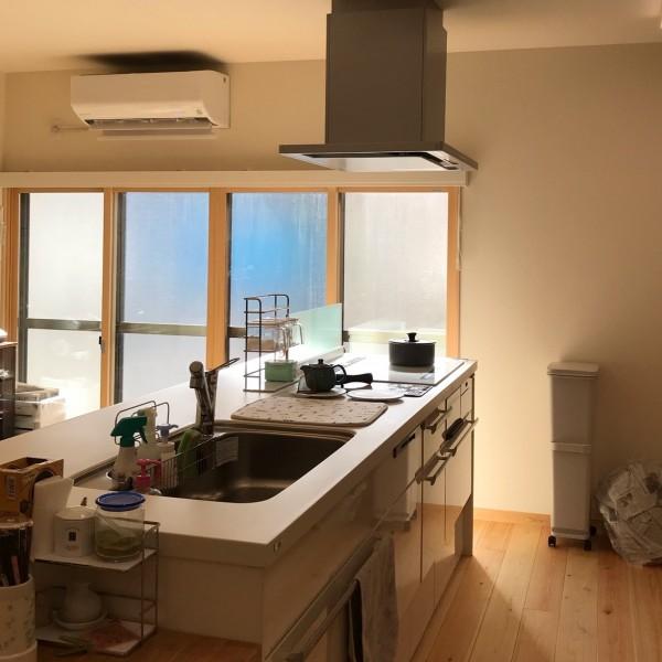 南面に位置するキッチン明るく気持ちよい