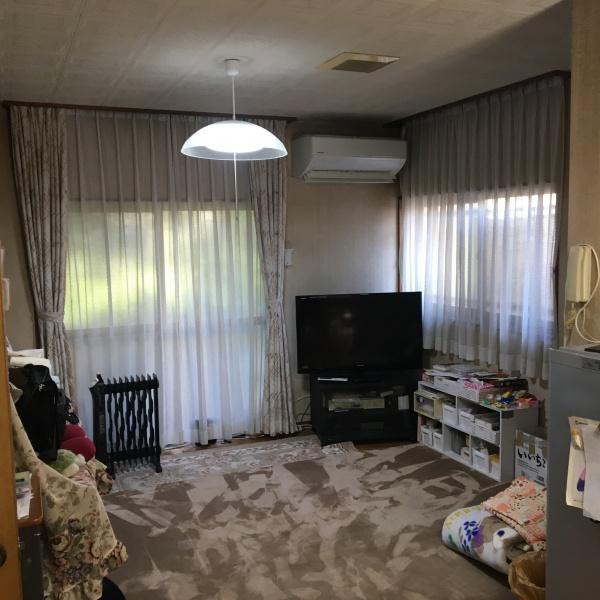 改修前:居間は北側だったのでいつも照明が必要