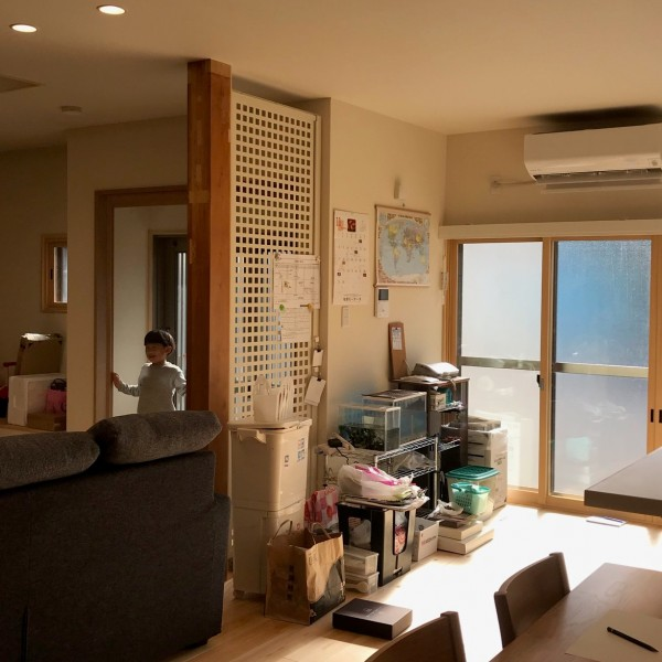 裏玄関とキッチンとの間にも耐震パネルを。