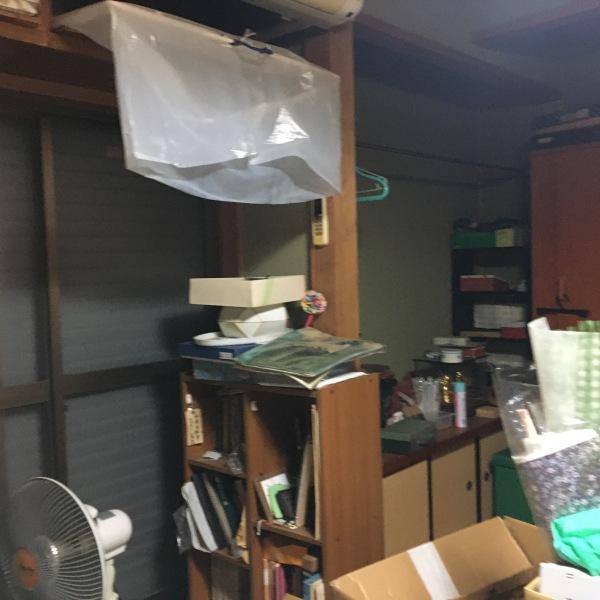 改修前:南側の和室は物置状態