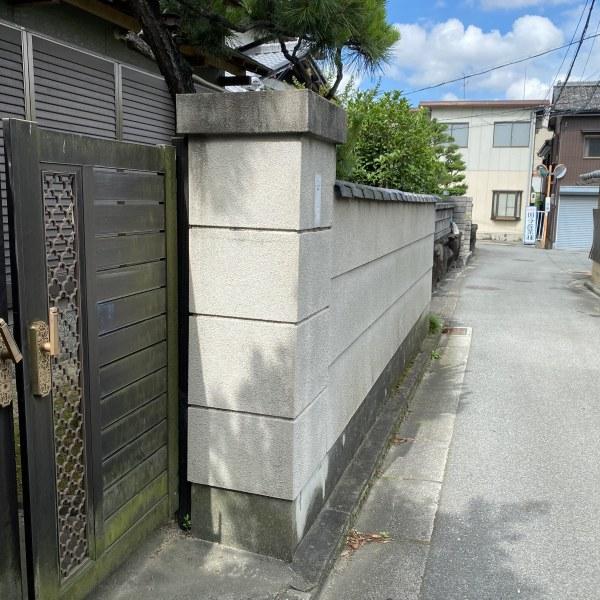 改修前:外構CB塀で囲われていた